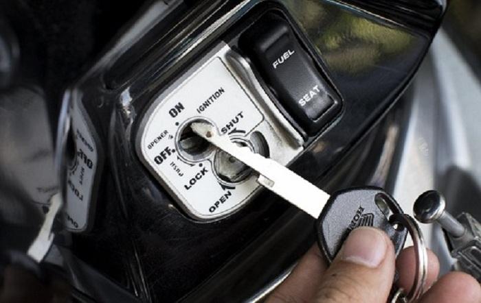 Cách mở khóa từ xe máy honda khá đơn giản