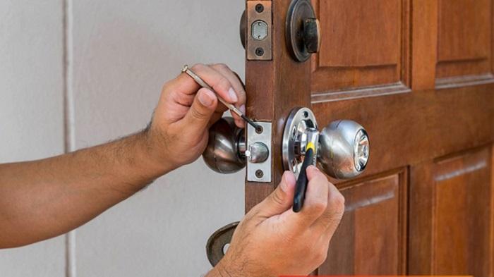 Cách mở khóa cửa phòng tay nắm tròn đơn giản nhanh chóng