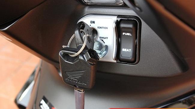 Không nhất thiết phải mang xe tới cửa hàng khi làm chìa khóa remote xe Airblade