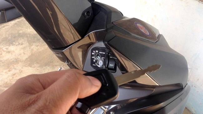 Sửa khóa Sơn Tùng là địa chỉ làm chìa khóa remote xe Airblade tốt nhất
