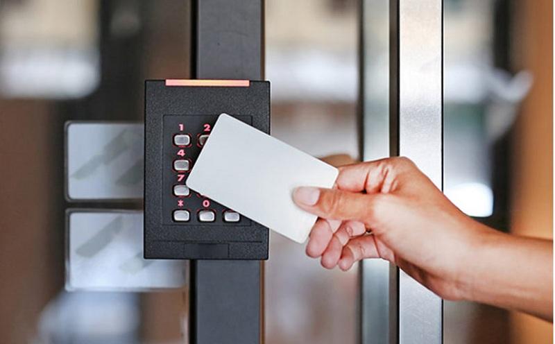 Thẻ từ thang máy là loại thẻ có gắn chip quản lý thông tin ra vào của người dân trong tòa nhà